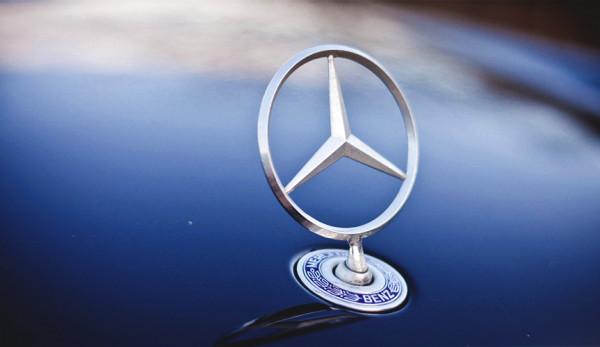 Подушки безопасности для пешеходов от компании Mercedes-Benz