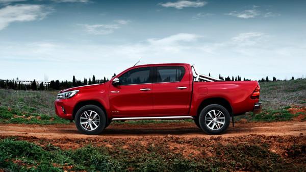 Пикап Toyota Hilux подорожал во всех комплектациях