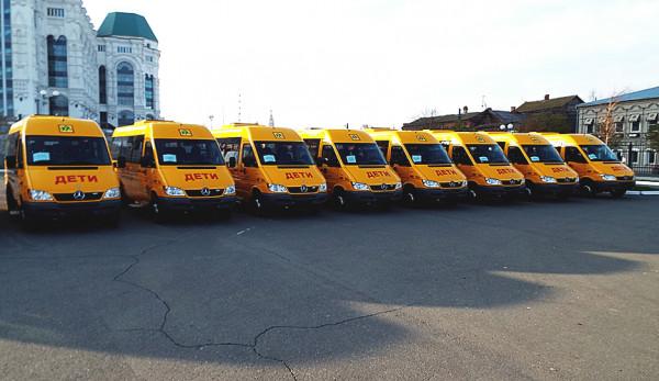 Благотворительная передача 19 школьных автобусов Mercedes-Benz в Астрахани
