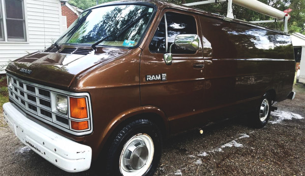 Фургон Dodge Ram 350 для «агентов ФБР»