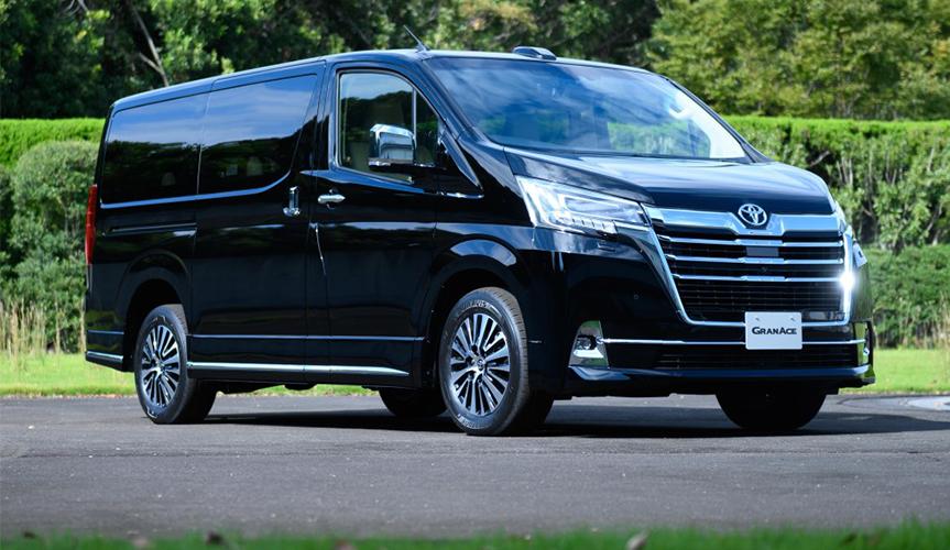Toyota представила новый роскошный минивэн GranAce для Японии