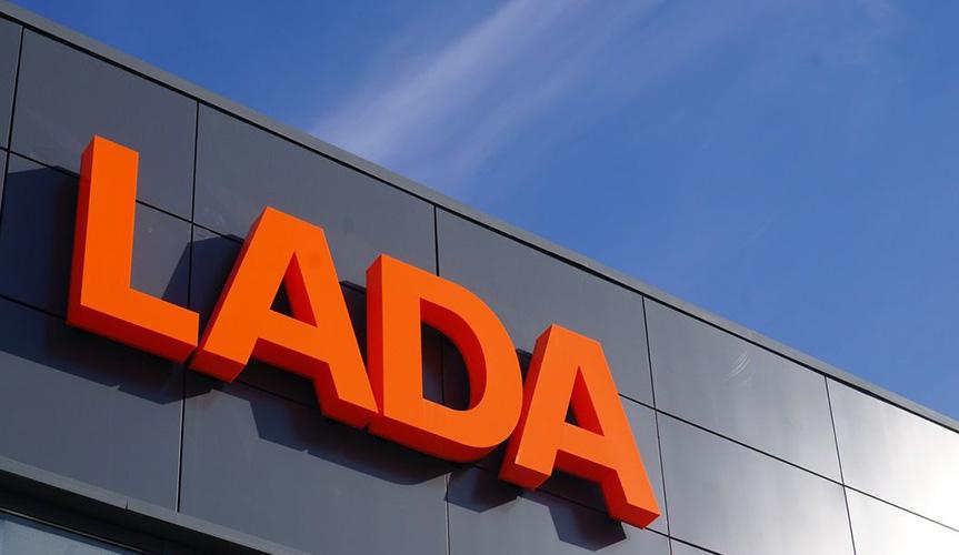 В Баку открылся дилерский центр марки LADA
