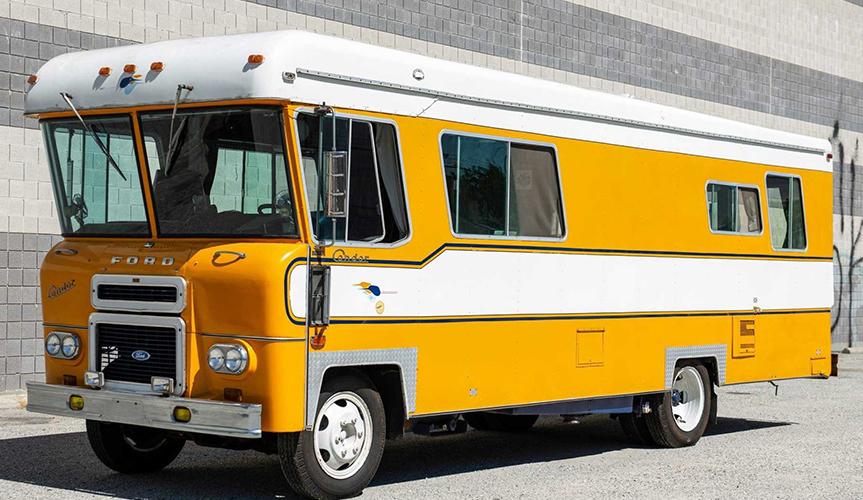 Винтажный дом на колесах Ford Condor нашёл необычного владельца