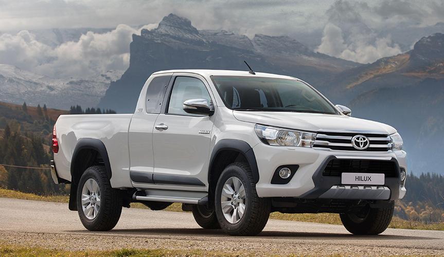 Пикап Toyota Hilux стал лидером продаж в августе в России