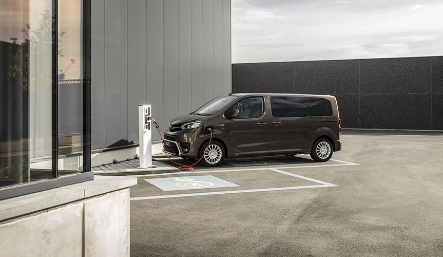Компания Toyota создала электрический минивэн ProAce
