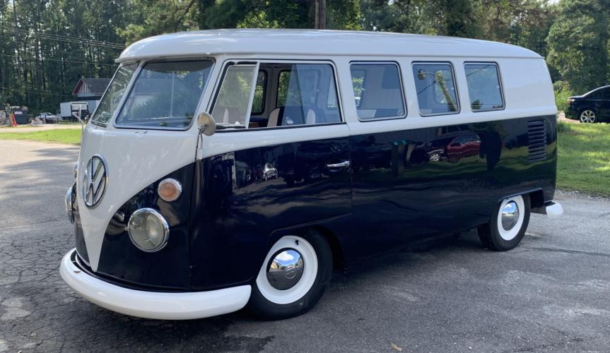 Микроавтобус Volkswagen Type 2 подвергся полной реставрации