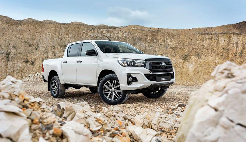 Пикап Toyota Hilux стал лидером продаж в России в январе