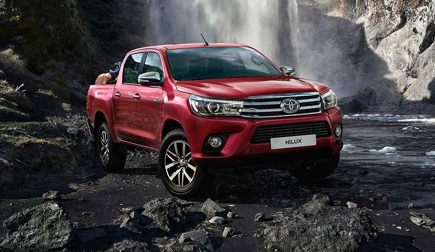 Для пикапа Toyota Hilux устроили жёсткие дорожные испытания (видео)