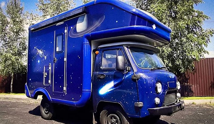 На базе «Буханки» сделали «космический» дом на колёсах