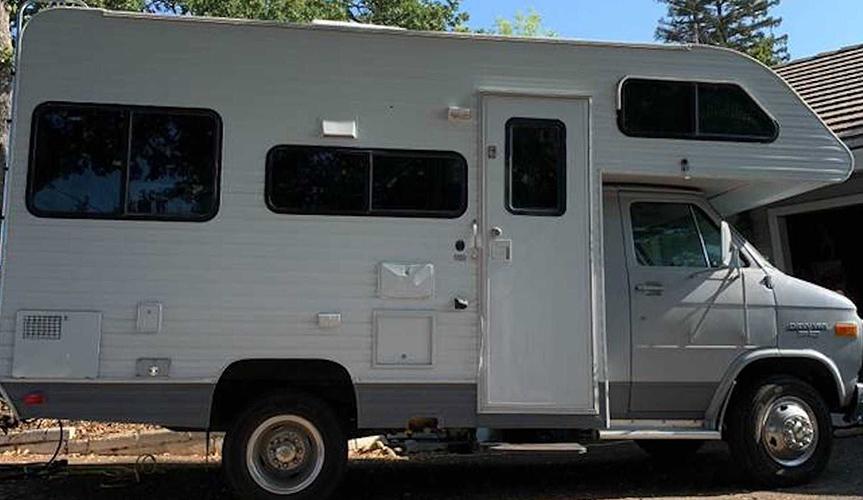 Модифицированный дом на колесах Chevy продаётся на аукционе