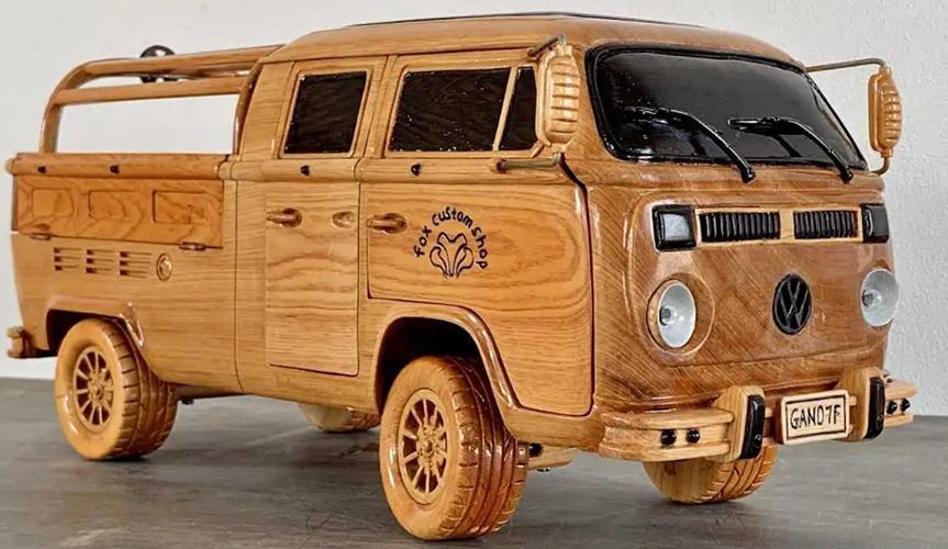 Из дерева сделали копию фургона-пикапа Volkswagen Type 2