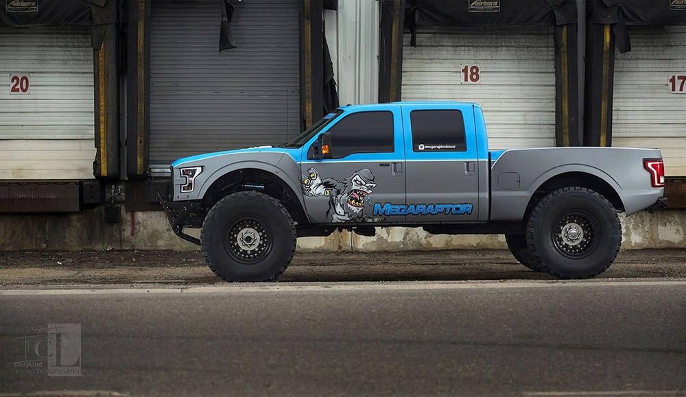 Внушительный Ford F-350 Mega Raptor от компании Defco Truck