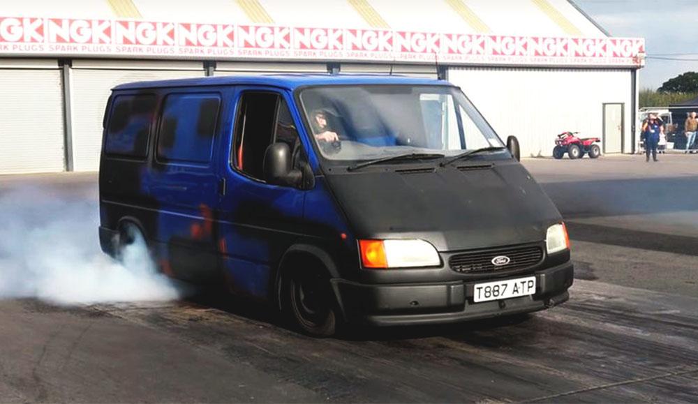 Между стареньким Ford Transit и Ford Fiesta ST устроили соревнование