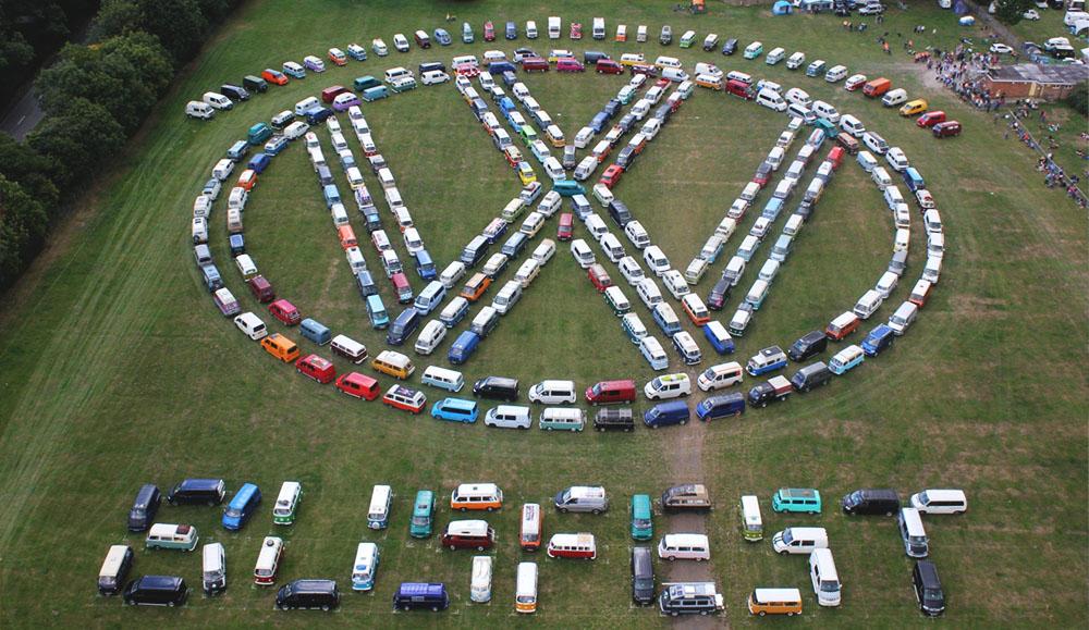 В Великобритании прошёл крупный слёт любителей автомобилей Volkswagen Transporter