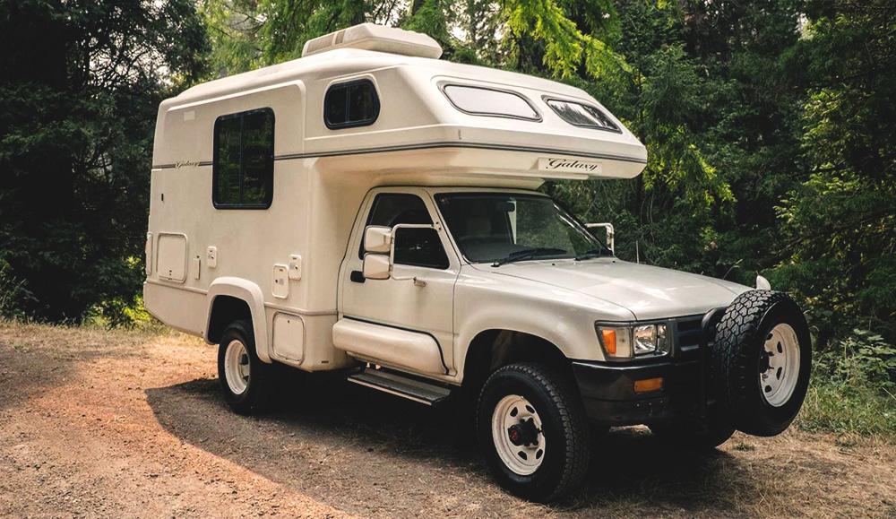 Ретро-кемпер Toyota Hilux Galaxy Camper 1993