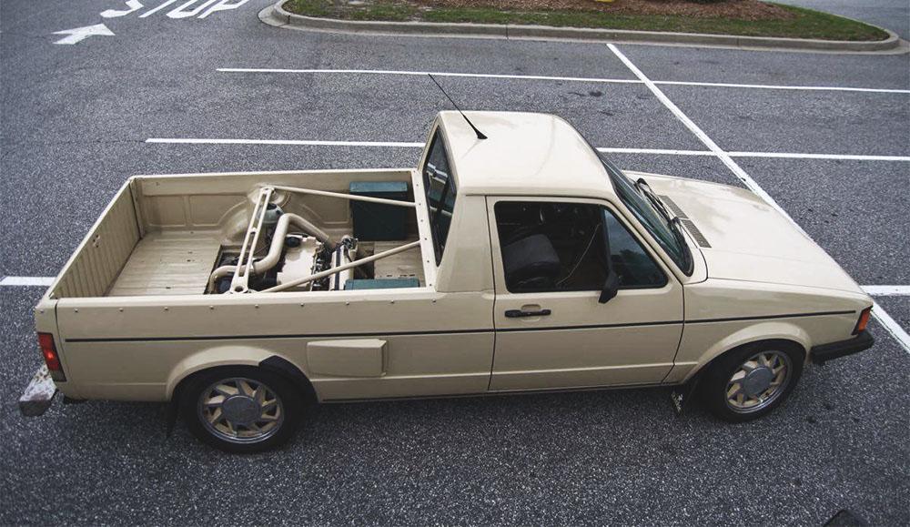 Volkswagen пикап с двигателем в грузовой площадке