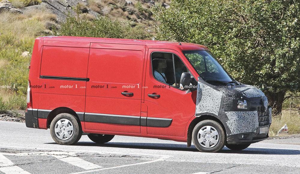 На дорогах был замечен закамуфлированный Renault Master