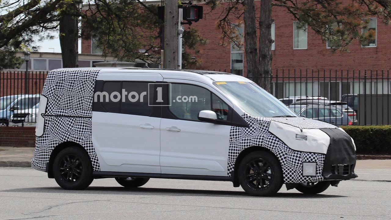 На дорогах замечен Ford Transit Connect с обновлённым дизайном. Шпионское фото, spy