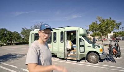 Ford Shuttle Van переделали в семейный дом на колёсах