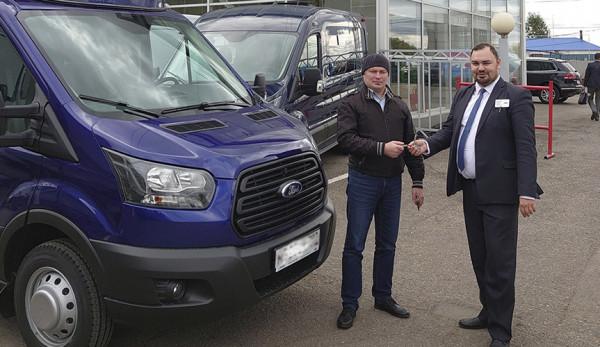 Первый по подписке Ford Transit передан клиенту
