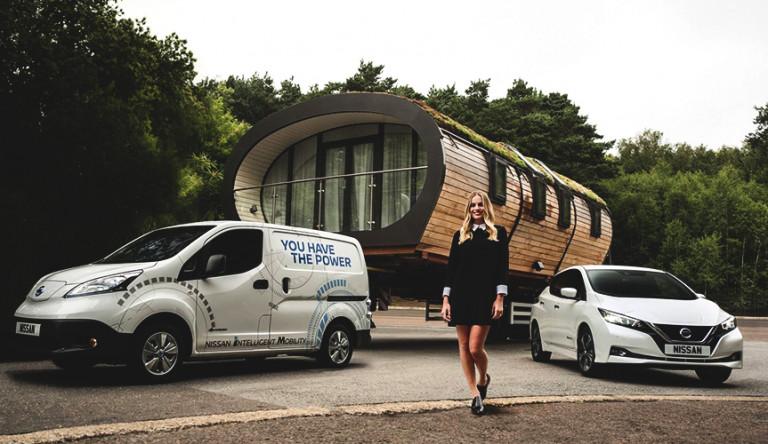 Электрофургон Nissan e-NV200 устанавливает мировой рекорд по самой тяжеловесной буксировке груза