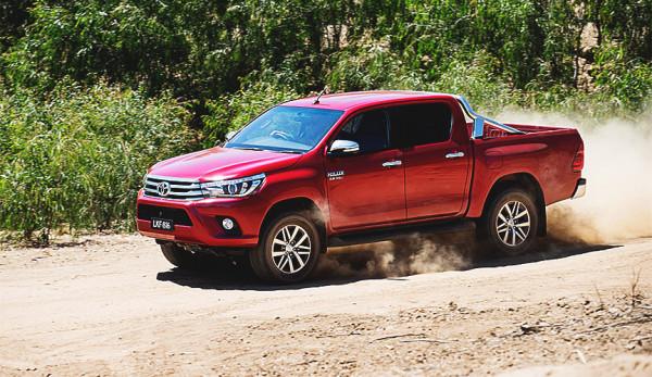Более девяти тысяч пикапов Toyota Hilux попали под отзыв в России