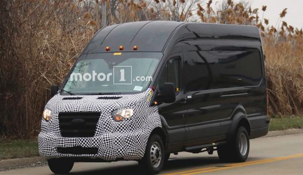 Компания Ford представит обновлённый фургон Transit в конце 2018 года