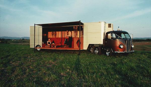 Раритетный Volkswagen T1 превратили в дальнобойный грузовик