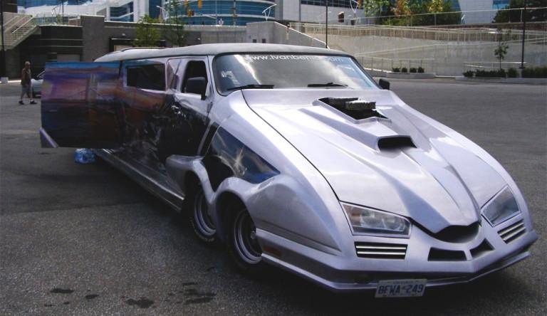 Необычный 10-метровый фургон Cosmic Cruiser