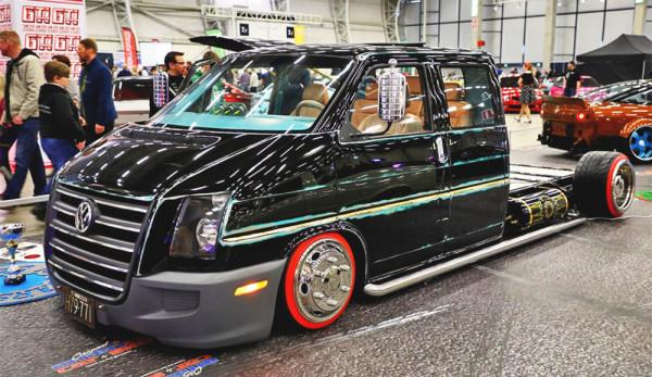 Необычный тюнинг ретро-фургона Volkswagen Transporter