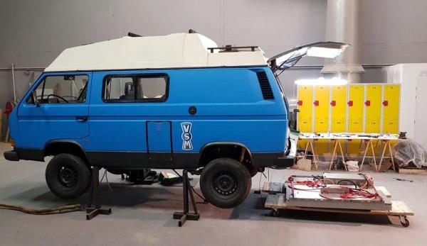 Молодая пара превратила VW T3 в электрофургон