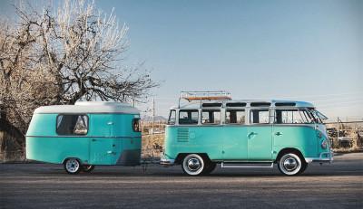 Роскошный Volkswagen Microbus с раритетным прицепом