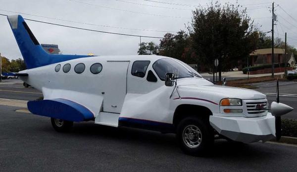 Из пикапа GMC Sierra сделали «самолёт»