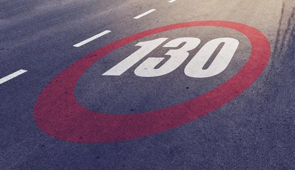 Скоростной лимит на российских дорогах увеличат до 130 км/ч