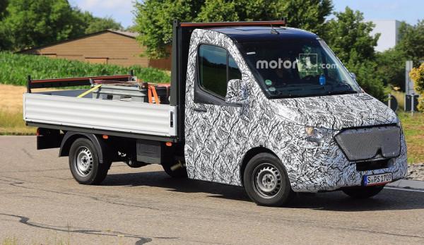 На дорогах замечено новое поколение Mercedes-Benz Sprinter с измененной передней частью кузова